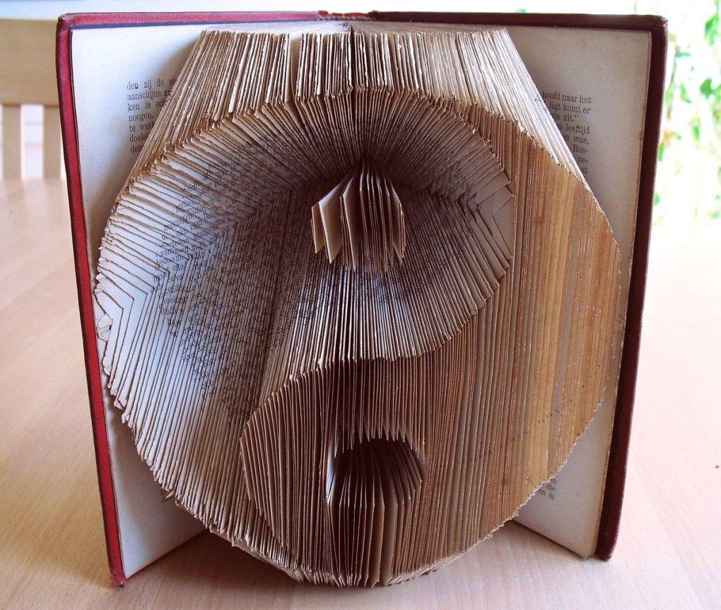 book sculpture by Schaduwlichtje